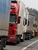 За да могат да ограничат тежките камиони през почивните дни, дават земя до пътя